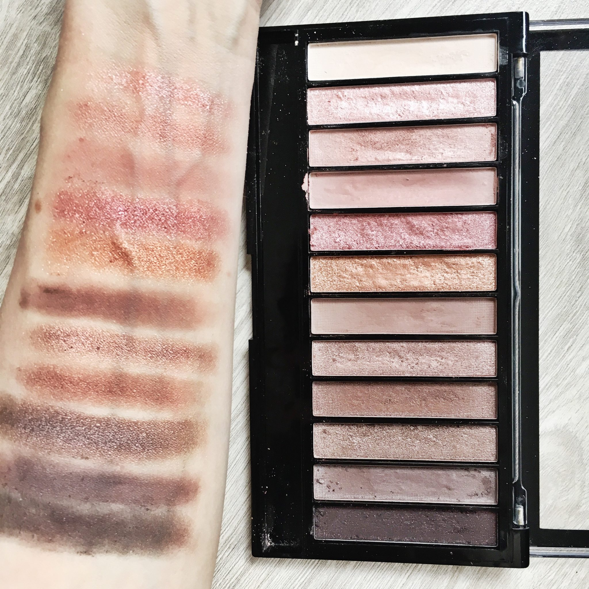 Makeup Revolution Iconic 3 Make-Up Palette [Review ...
