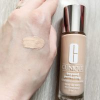 Clinique Beyond Perfecting Foundation and Concealer- swatch pentru nuanța 0.5 breeze